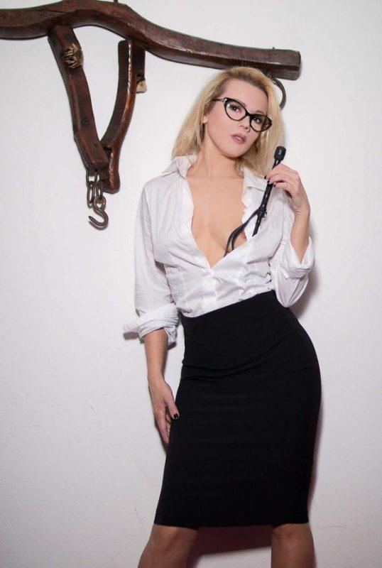 Annuncio Escort Ads - Mistress, Padrona Amelia ! Per le sessioni Tel.
